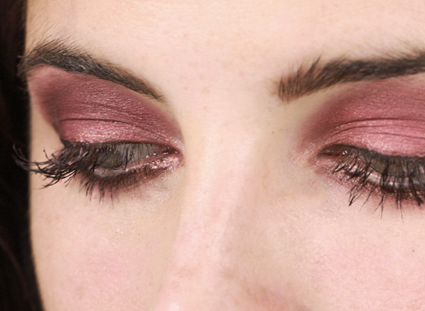Binky Marsala Colour of the Year Eyes