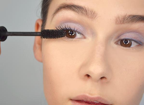 Applying Diorshow Mascara