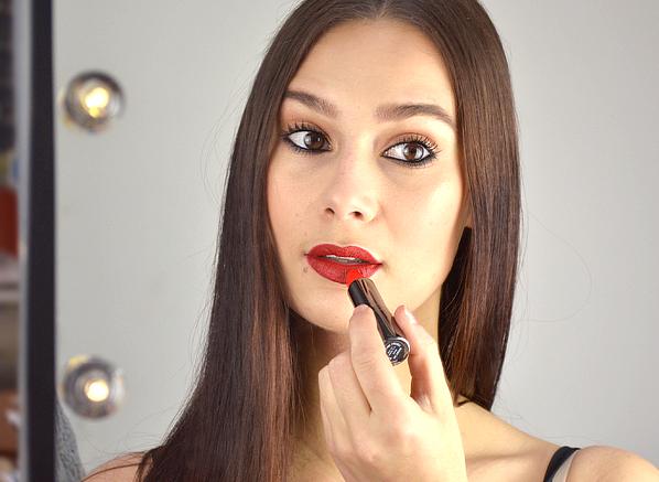 Make Your Christmas Makeup Look Last...
