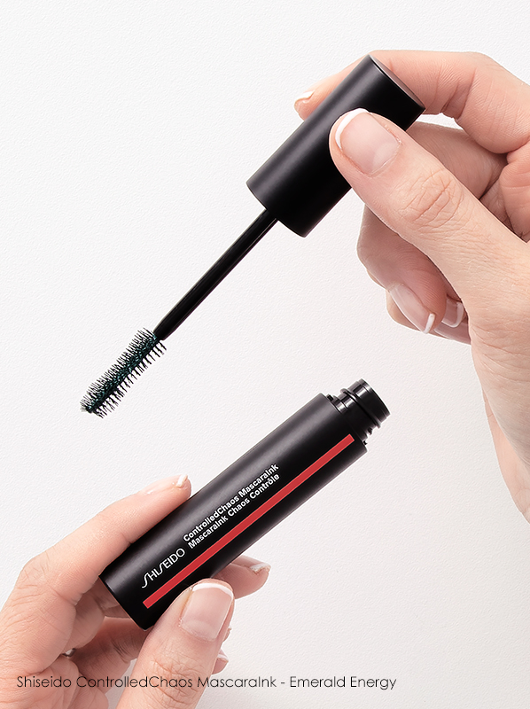How long should you keep your makeup? Shiseido Controlled Chaos MascaraInk - Emerald Energy