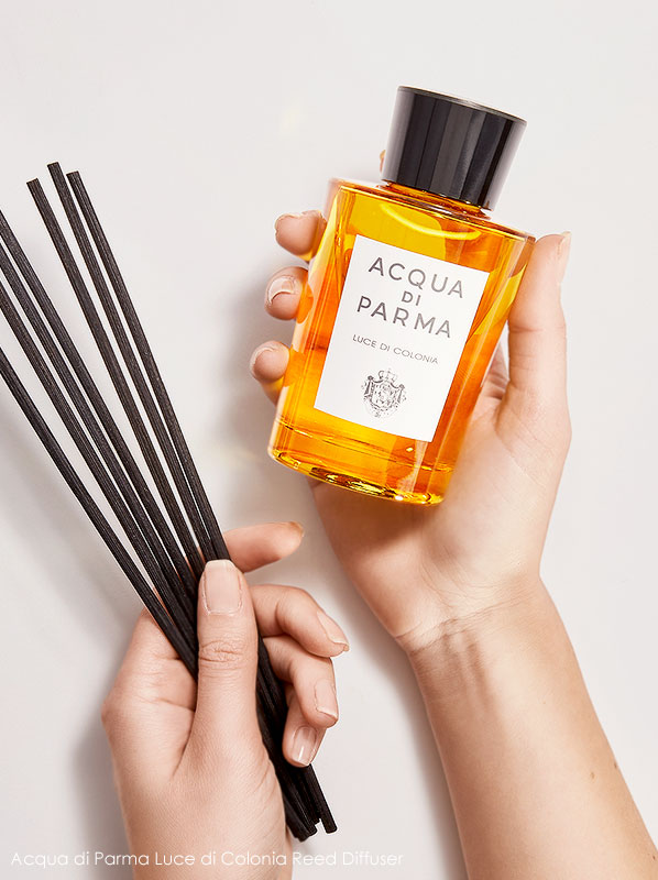 Hands holding the Acqua di Parma Luce di Colonia Reed Diffuser