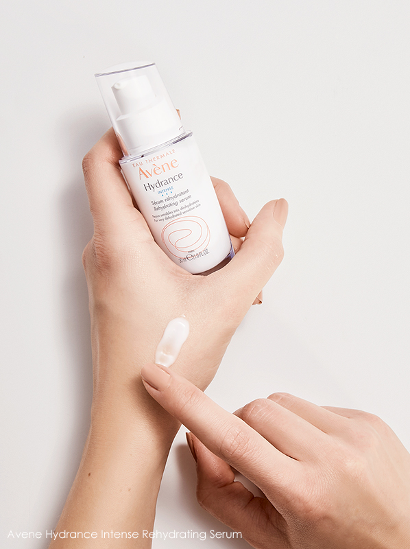 image of avene intense hydrance serum bottle and texture