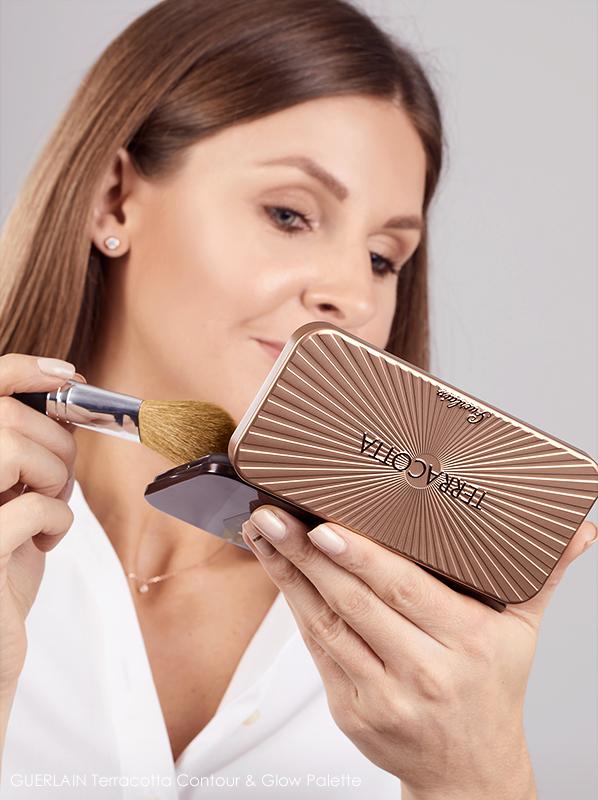Model applying GUERLAIN Terracotta Contour & Glow Palette with brush