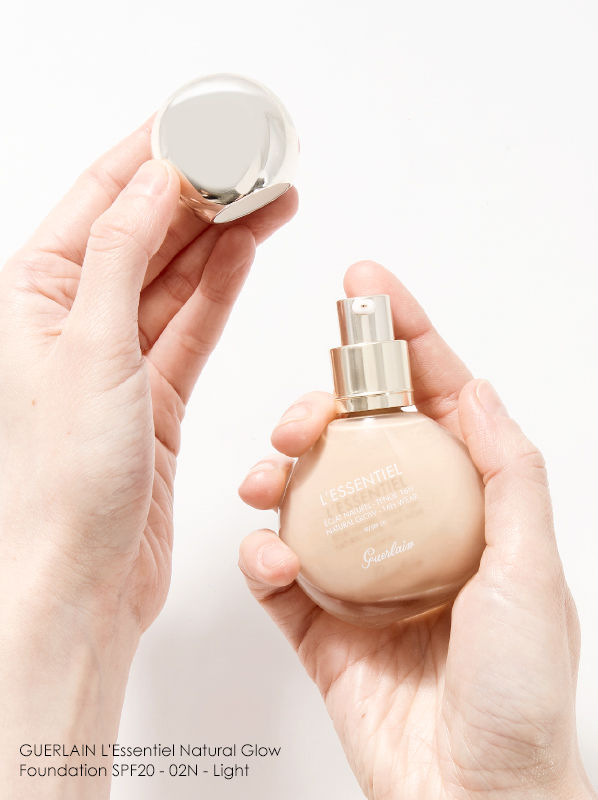 Hand image of GUERLAIN L'Essentiel Natural Glow Foundation SPF20 in shade 02N Light