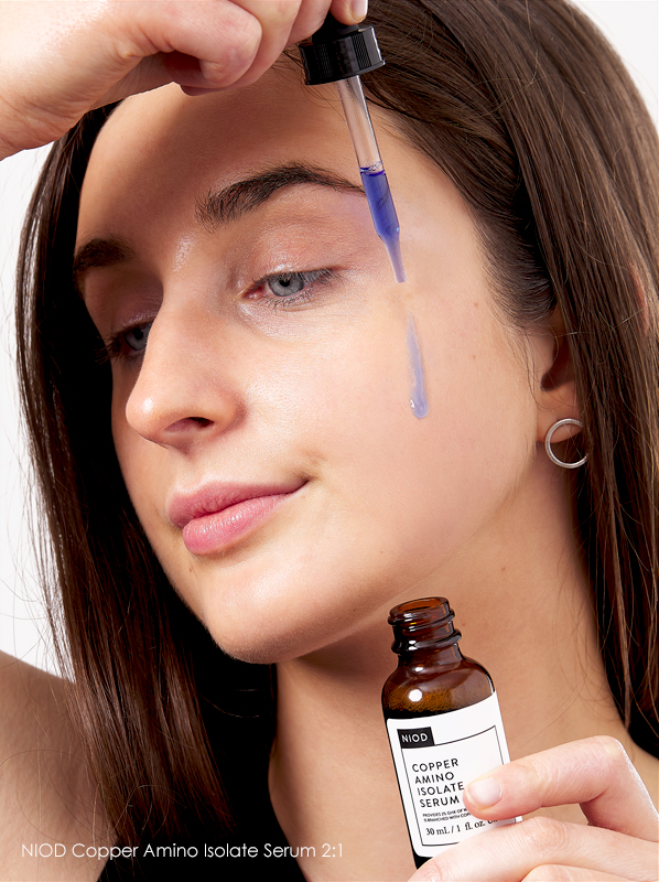 Model image of The Ordinary NIOD Copper Amino Isolate Serum 2:1 swatch on the skin