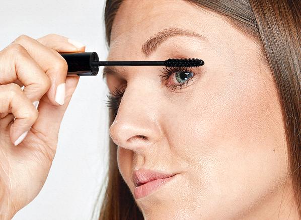 How To Apply Mascara With Zero Mistakes