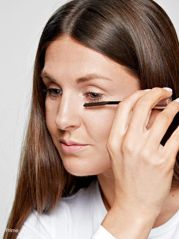 How to apply mascara: Step 2 Use a mascara primer