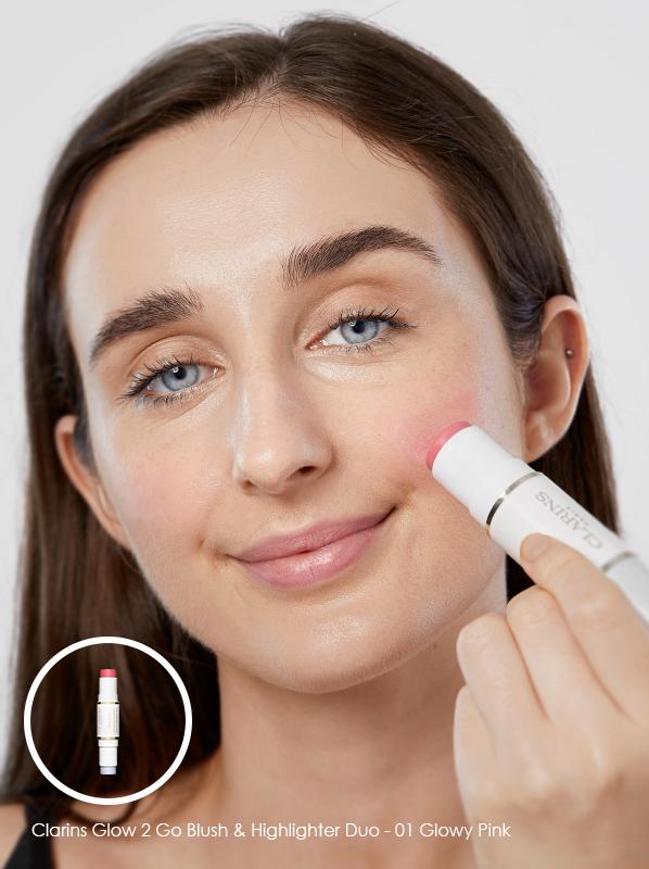 minimal makeup essentials Clarins Glow 2 Go - Blush & Highlighter Duo