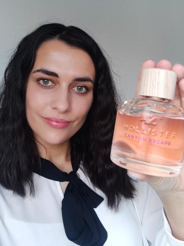 Model holding new beauty release 2021: Hollister Canyon Escape For Her Eau de Parfum Spray