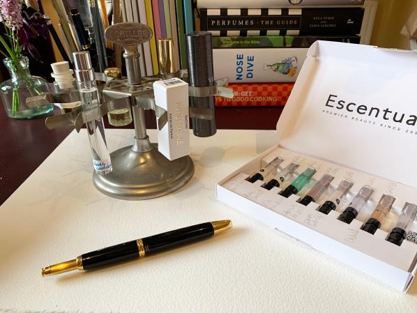 Amanda Carr Fragrance Testing; #EscentualScents Perfume Blind Trial